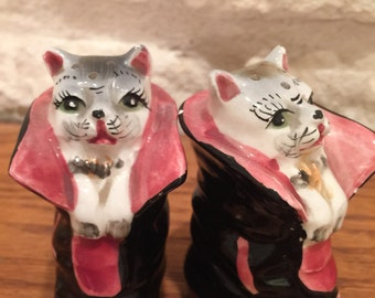 Vintage Puss in Boots kittens Salt and Pepper Shakers