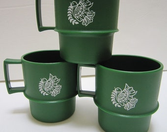 Vintage Tupperware Cups Plastic Christmas Coffee Mug Set of 3 Green w/ White Bird Peace Dove Design Retro 70s Kitchen Decor Made in USA
