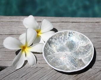 Mother of Pearl Small 9cm Dish, Frangipani, Handmade, Kitchen & Bathroom WHITE