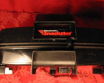 FREE SHIPPING! Toastmaster Vintage Snack 'n Sandwich Maker. Brought to you by UsefulRetro, Made in USA!
