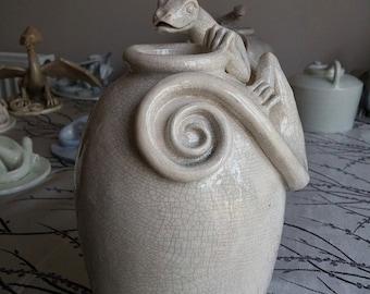 Coil pot with lizard