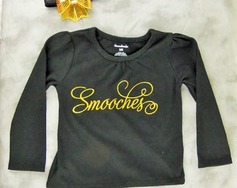 Smooches Top with Gold Headband