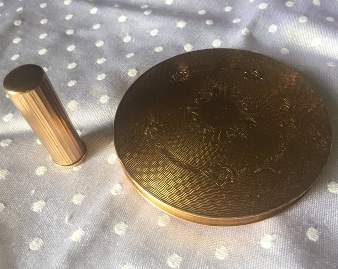 Vintage Powder Compact with Engraved Pattern and Lipstick Holder with Striped Engraving