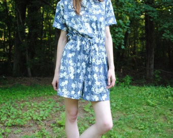 Vintage 80s Colleen's Collectables Floral Blue and White Romper Size Medium Shorts Jumpsuit Jumper