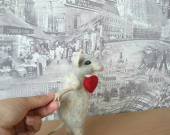 Cute Felted Mouse, With a Heart,  Mouse Miniature, Needle Felted Mouse, Eco Toys, Felted Artisan Mouse, Collectible Toy, Felt mice figure