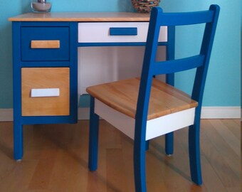 Beautiful vintage child desk with chair
