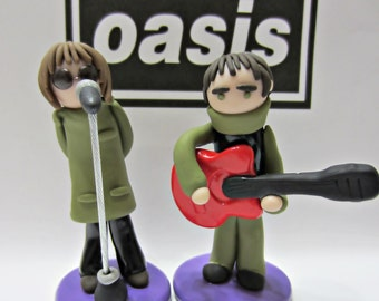 Oasis Band Figura. Liam Gallagher. Noel Gallagher. Be here now. Brit pop