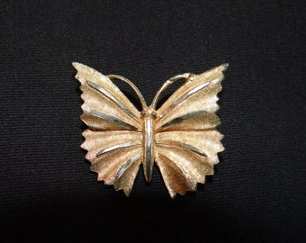 Vintage gold tone butterfly pin/brooch