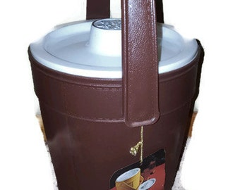 Vintage 1974 Rubbermaid Ice Bucket New with original tag