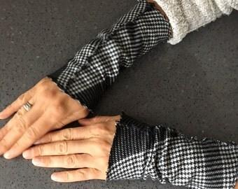 Fingerless gloves, Black and white plaid flannel wrist warmers, plaid flannel wristers, Arm warmers, mitts
