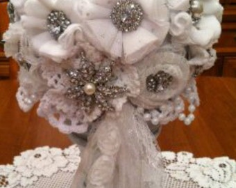 Brooch bridal ball