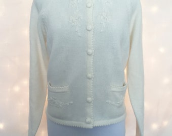 Classic 1950s Petite Ivory Cardigan Jumper Sweater with Feminine Floral Detailing and Pockets