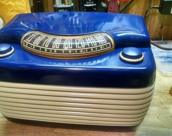 """Vintage Tube Radio. The Philco 48-460 """"Hippo"""" is a cult classic."""