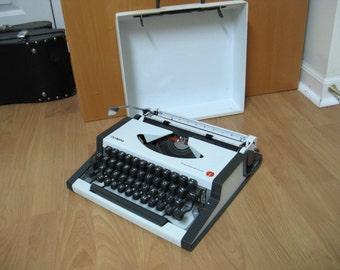 Olympia typewriter, Traveller de Luxe, manual typewriter