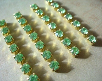 "Vintage Swarovski Rhinestone Cup Chain 4mm SS17-18 PERIDOT Green x4 Pieces 1-1/2"" long 7 stones"