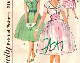 Simplicity 2954 Full Skirted Party Dress with Gorgeous Collar Bust 38  ©1959