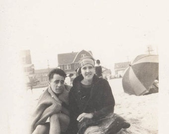 Vintage photo 1915 Rockaway Beach New York Bathing Beauty Couple