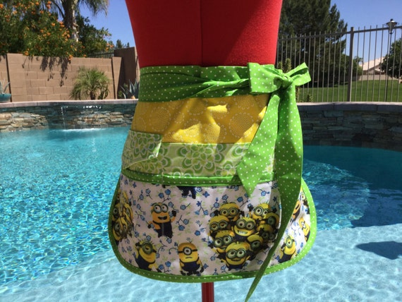 Sassy Half Utility Vendor Apron with 6 pockets, great for Gardening, Farmers Market, Teachers, Womens Misses and Plus Sizes, Minions