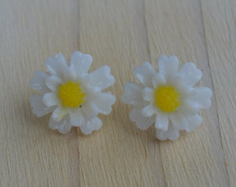 White and Yellow Resin Daisy Earrings, Floral Stud Earrings, Flower Stud Earrings, Pastel, Bridal Stud Post Earrings