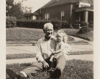 Original Vintage Photograph Older Man Grandpa & Small Girl 1940s