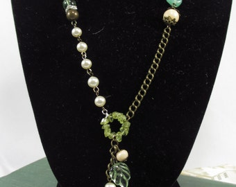 Boho peridot chip necklace