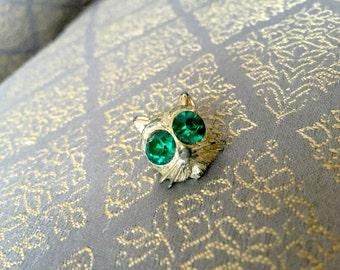 Emerald Green Rhinestone Kitty Cat Brooch Pin - Vintage 70s 80s