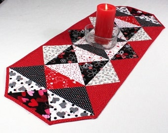 Quilted Table Runner, Hearts Table Runner with Red, White and Black Triangles Runner, Dining Table Decor, Valentine's Day Decor