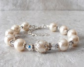Ivory Pearl Bridesmaid Bracelet Pearl and Crystal Beaded Bracelet Off White Wedding Jewelry Bridesmaid Gift Bridal Jewelry Pearl Bracelet