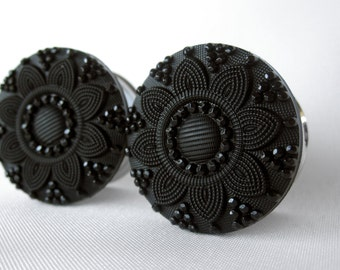 "Pair of Black Embossed Flower Button Plugs - Girly Gauges - 1/2"", 9/16"", 5/8"", 3/4"", 7/8"", 1"" (12mm, 14mm, 16mm, 19mm, 22mm, 25mm)"