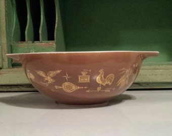 PYREX 'Early American' Pattern ~ 444 ~ Brown with gold-leaf pattern ~ 4 qt. ~ Cinderella Mixing Bowl