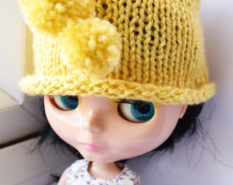 Lovely yellow hand knitted hat for Blythe doll