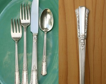 Vintage 1940s Silver Plate Flatware Place Setting / Wm Rogers Treasure Pattern