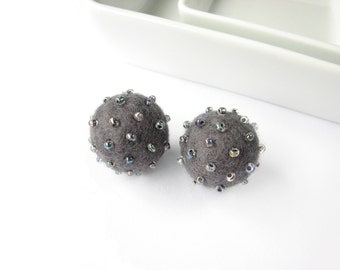 Set of 2 grey felted round wool beads decorated with seed beads