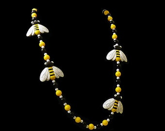 Honey Bee 70s 80s Kitsch Necklace // Four Giant Bees Statement Necklace // Bright Yellow, Black, White Resin Plastic // Queen Bee Gift