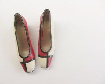 mod mondrian heels . red ivory black shoes . low kitten heel .size 8N .sale s a l e