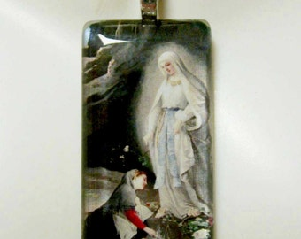 Our Lady of Lourdes pendant with chain - GP01-173