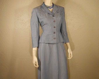 Miss Dashwood For Tea - Vintage 1950s Lavender Blue Rayon Wasp Waist Suit w/Carved Buttons - 4/6