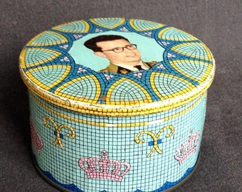 Vintage royalty rescued tin box. Royal memorabilia. Baudouin King of Belgium on display.