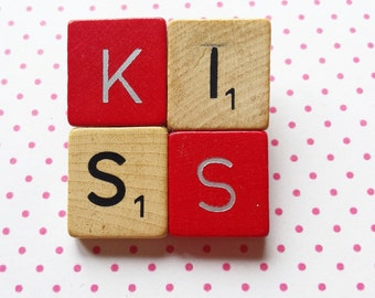 Scrabble brooch KISS red and wood fun gift original jewellery - free shipping