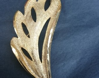 Vintage Bright Gold Tone Textured Cut Out Leaf  Brooch