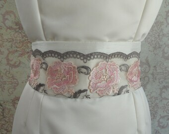 1920s Bridal Sash Belt in Ivory, Rose Embroidered Lace // Flapper Wedding, Tassels