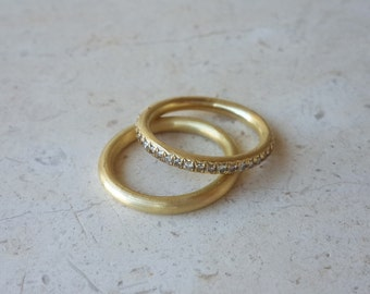Wedding Band in 18k Solid Gold . Simple Round Gold Ring . Gold Wedding Ring . Bridal Jewelry . Fine Jewelry . Round Gold Band . Men's Ring