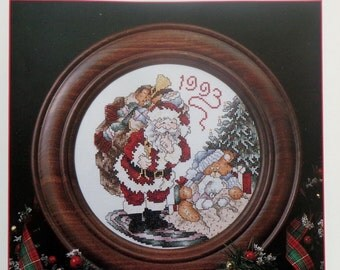 Stoney Creek Collection | 1993 SANTA CHRISTMAS PLATE | Counted Cross Stitch Pattern | Chart