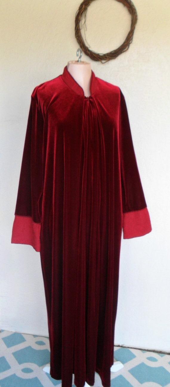 Robe Adonna Red Velour Full Length Size Medium