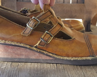 MARY JANE    ///    Leather VTG Wooden Wedges