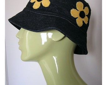 1990s Vintage Hippie Bucket Hat with Daisy Patches