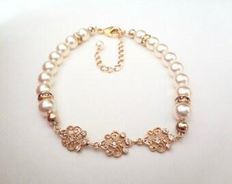 Pearl Bracelet, Brides bracelet, Swarovski pearls bracelet, Classic,High quality,Feminine pearl bracelet, Wedding bracelet, Gift ~ ELIZABETH
