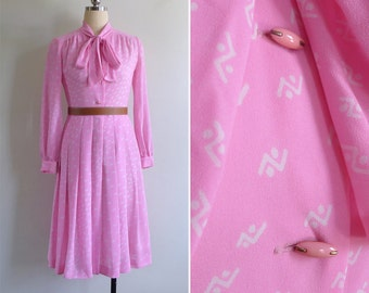 15% SALE (Code In Shop) - Vintage 70's Barbie Pink Zig Zag Abstract Print Pussy Bow Dress S or M