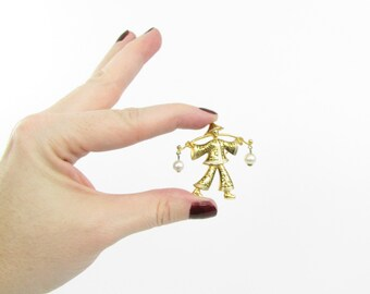 Gold Chinoiserie Brooch - Vintage 1960s Asian Water Carrier Pin