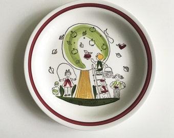 Mid Century Rörstrand Child's Plate // Äppel Päppel Pattern // Sweden